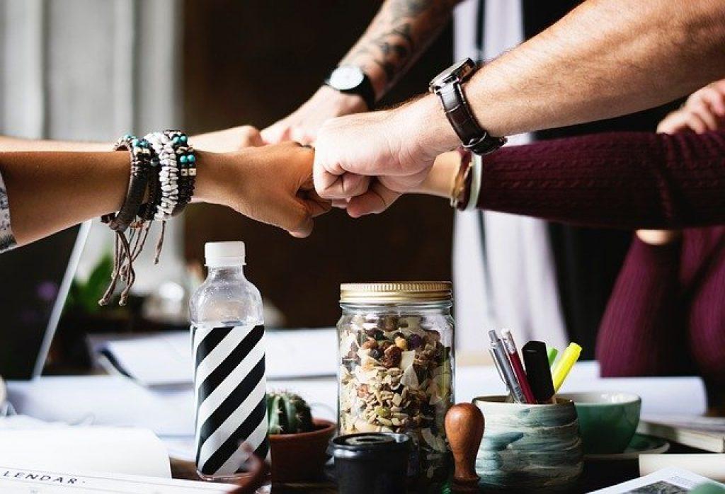 trabajar juntos