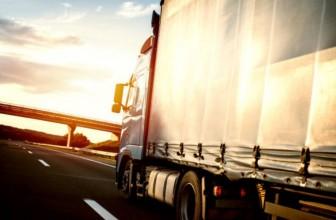 ¿En logística, cómo es el transporte de la materia prima?
